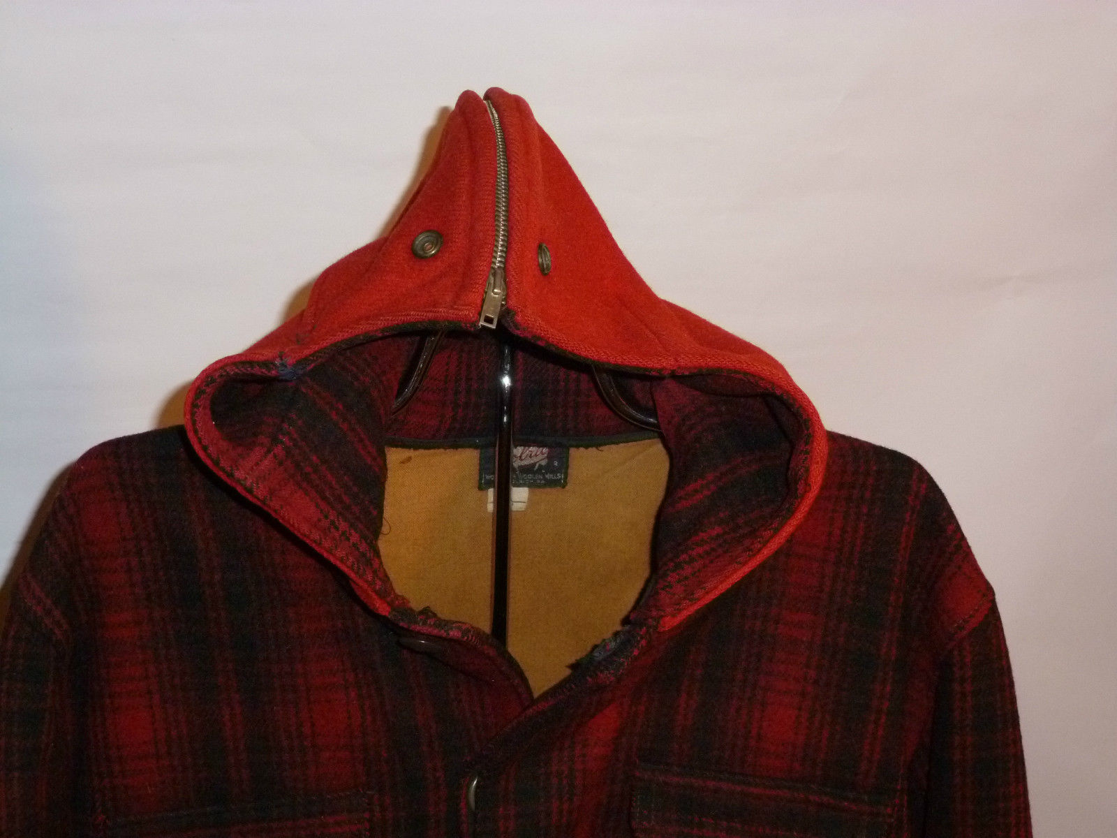 8fb15110d1e0e ... Vintage Plaid Woolrich wool jacket with hood close up ...
